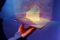 Det holographic produktivitetsförbättringsdiagrammet ovanför en våg av blåa cirklar med rödaktiga strålar visas från en digital m royaltyfri bild
