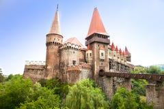 Det Hunyad museet. Renässansslott i Hunedoara, Rumänien royaltyfri fotografi