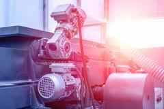 Det industriella automatiska slutet för utrustning för maskinhjälpmedel upp, fabriks- metallarbetebakgrund för abstrakt bransch,  arkivfoto