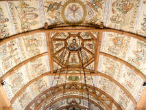 Det inre taket på träkyrkan av Botiza Royaltyfri Foto