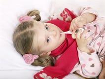 det isolerade barnet återställer sjuk white Arkivfoton