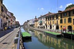 Det Italien - Lombardy - Milan - Naviglio området - Naviglio stor kanal och omgeende byggnader Fotografering för Bildbyråer