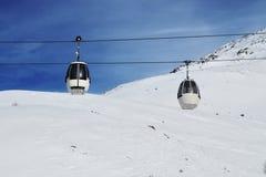 Det italienska berg skidar semesterorten i vinter Fotografering för Bildbyråer