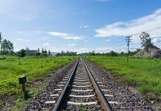 Det järnväg drevspåret leder till lust av målet arkivbild