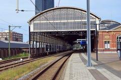 Det järnvägsstationHollands spåret Arkivfoto