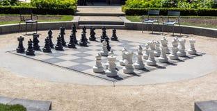 Det jätte- schackbrädet i Rijksmuseum det nationella museet arbeta i trädgården royaltyfri foto