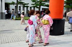 Det japanska folket bär traditionella japanska kläder Fotografering för Bildbyråer