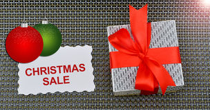 Det julSale banret med gåvaasken och sliter Arkivbilder
