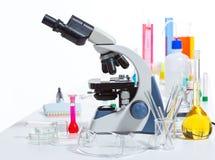 Det kemiska vetenskapliga laboratoriumet stoppar provrörflaskan Royaltyfri Fotografi