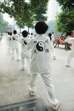 Det kinesiska folket leker taiji Arkivfoton