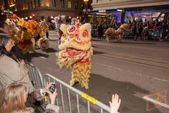 Det kinesiska nya året ståtar i kineskvarter Fotografering för Bildbyråer