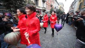 Det kinesiska nya året ståtar i Milan 2014 stock video