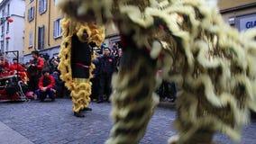 Det kinesiska nya året ståtar i Milan 2014 arkivfilmer