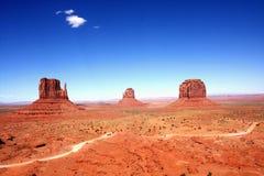 Det klassiska västra landskapet i monumentdalen, Utah Arkivfoton