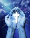 det kristna korset hands religion Royaltyfria Foton
