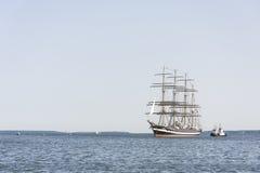Det Krusenstern skeppet ankommer till Tallinn maritima dagar Arkivbild