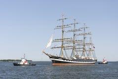Det Krusenstern skeppet ankommer till Tallinn maritima dagar Royaltyfria Bilder