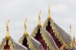 Det kyrkliga taket av templet i Thailand Royaltyfri Bild