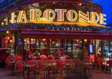 Det LaRotonde kafét i afton, Paris, Frankrike Royaltyfri Bild