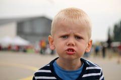 Det lilla barnet är ilsket Royaltyfri Bild