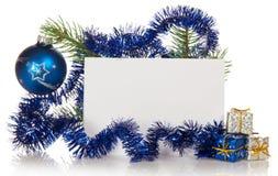 Det lilla gåvaaskar och gran-trädet förgrena sig, det tomma kortet royaltyfria bilder