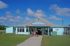 Det lilla ljuset - blå Aitutaki flygplats på kocken Islands arkivfoton