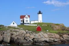 Det ljusa huset för Nubble, York, Maine Royaltyfria Bilder