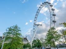 Det London ögat och att omge parkerar i London Arkivfoto