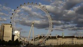 Det london ögat på solnedgången stock video