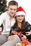 Det lyckliga barnet kopplar ihop, i nytt års läge Fotografering för Bildbyråer
