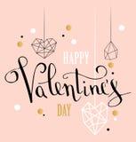 Det lyckliga kortet för hälsningen för valentindagförälskelse med vit låg poly stilhjärtaform i guld- blänker bakgrund royaltyfri foto