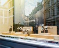 Det lyxiga klockalagret med schweizaren gjorde klockor som gjordes av Panerai Arkivfoton