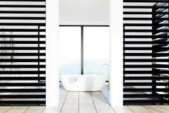 Det lyxiga vit- och svartbadrummet, vit badar Arkivfoton
