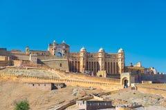 Det mäktiga landskapet och cityscapen på Amber Fort, royaltyfri bild