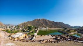 Det mäktiga landskapet och cityscapen på Amber Fort, berömd loppdestination i Jaipur, Rajasthan, Indien Fisköga och ultra wi fotografering för bildbyråer