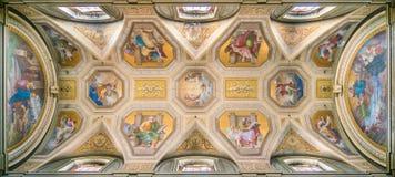 Det målade valvet med de fyra doktorerna av kyrkan, i kyrkan av Santa Maria i Aquiro, i Rome, Italien fotografering för bildbyråer