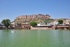 Det majestätiska Mehrangarh fortet som lokaliseras i Jodhpur, Rajasthan, är ett av de största forten i Indien Arkivfoto