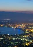 Det medelhavs- havet seglar utmed kusten Royaltyfria Bilder