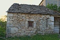 Det medelhavs- stilstenhuset i Dalmatia övergav nu Royaltyfri Bild