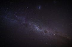 Det Milky långt i nattskyen royaltyfri fotografi