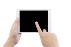 det minnestavladatoren och fingret för manlig hand trycker på den hållande skärmen Arkivfoto