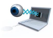 Det mänskliga blåa ögat kommer av skärmen av en bärbar dator Arkivbilder