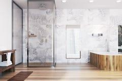 Det moderna badrummet med ett trä badar Fotografering för Bildbyråer