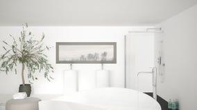 Det moderna klassiska badrumslutet upp på stort bad badar, stor dusch a Royaltyfria Bilder