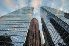 Det moderna kontoret står högt i i stadens centrum Toronto arkivfoto