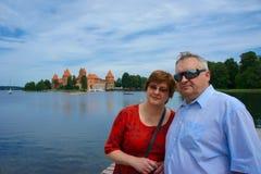 Det mogna paret löper till Europa Fotografering för Bildbyråer