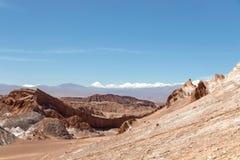 Det Moonlike landskapet av dyn, ojämn berg och geologiskt vaggar bildande av den Valle de laLuna Moon dalen i den Atacama öknen, arkivbilder