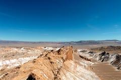 Det Moonlike landskapet av dyn, ojämn berg och geologiskt vaggar bildande av den Valle de laLuna Moon dalen i den Atacama öknen, royaltyfria bilder