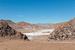 Det Moonlike landskapet av dyn, ojämn berg och geologiskt vaggar bildande av den Valle de laLuna Moon dalen i den Atacama öknen, arkivfoto