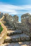 Det moriska slottlandskapet upp i kullen i Sintra Arkivfoto
